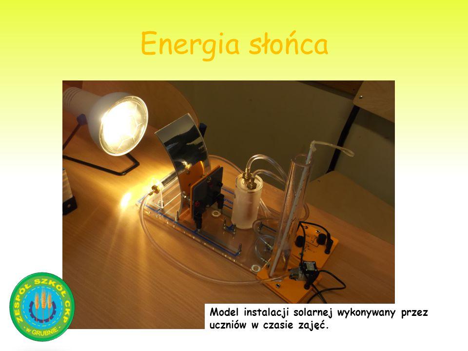Energia słońca Model instalacji solarnej wykonywany przez uczniów w czasie zajęć.