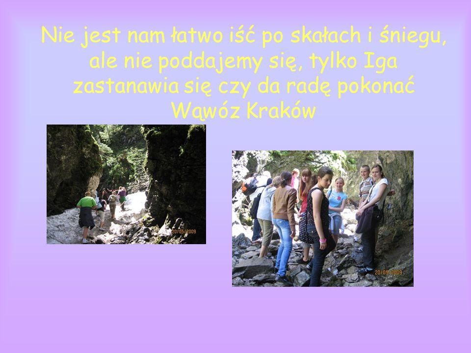 Nie jest nam łatwo iść po skałach i śniegu, ale nie poddajemy się, tylko Iga zastanawia się czy da radę pokonać Wąwóz Kraków