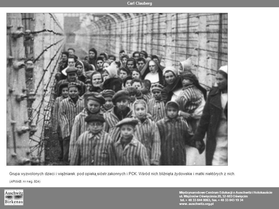Carl Clauberg Grupa wyzwolonych dzieci i więźniarek pod opieką sióstr zakonnych i PCK. Wśród nich bliźnięta żydowskie i matki niektórych z nich.