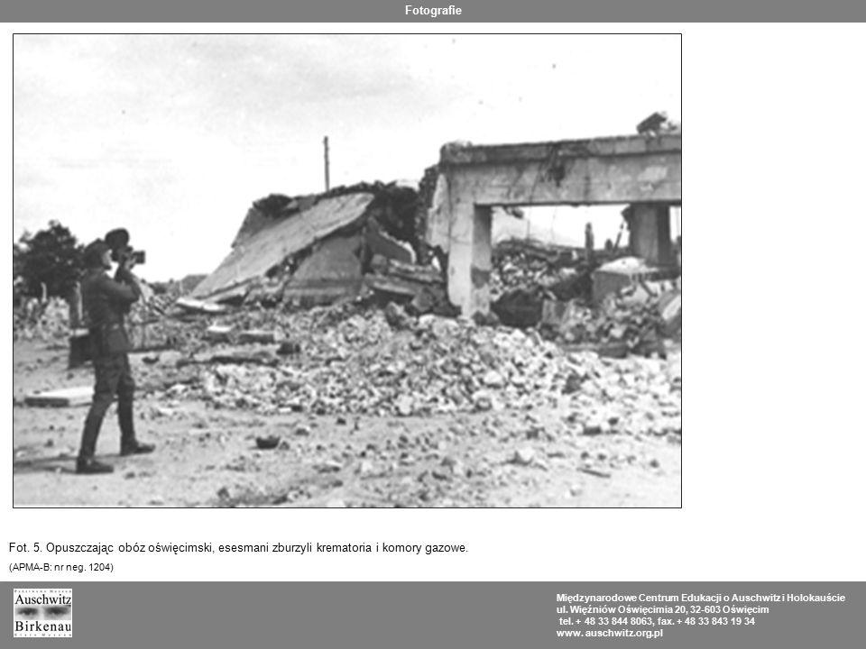 Fotografie Fot. 5. Opuszczając obóz oświęcimski, esesmani zburzyli krematoria i komory gazowe. (APMA-B: nr neg. 1204)