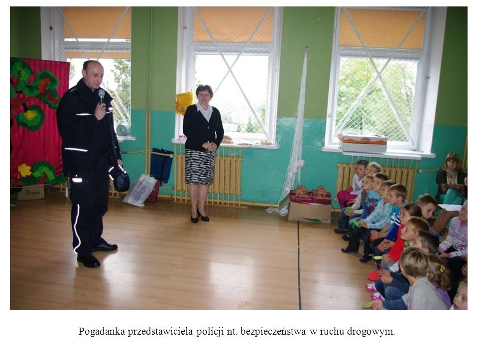 Pogadanka przedstawiciela policji nt. bezpieczeństwa w ruchu drogowym.