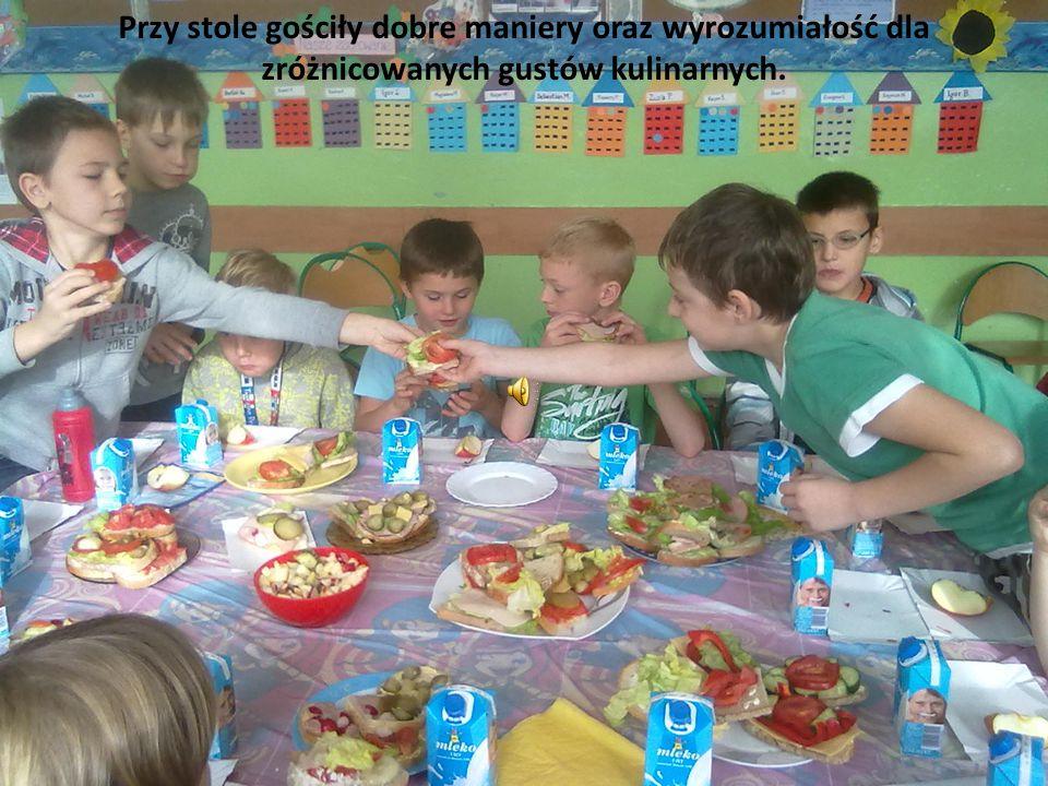 Przy stole gościły dobre maniery oraz wyrozumiałość dla zróżnicowanych gustów kulinarnych.