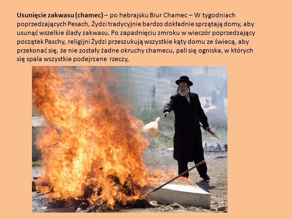 Usunięcie zakwasu (chamec) – po hebrajsku Biur Chamec – W tygodniach poprzedzających Pesach, Żydzi tradycyjnie bardzo dokładnie sprzątają domy, aby usunąć wszelkie ślady zakwasu. Po zapadnięciu zmroku w wieczór poprzedzający początek Paschy, religijni Żydzi przeszukują wszystkie kąty domu ze świecą, aby przekonać się, że nie zostały żadne okruchy chamecu, pali się ogniska, w których