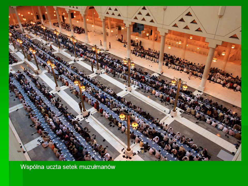 Wspólna uczta setek muzułmanów