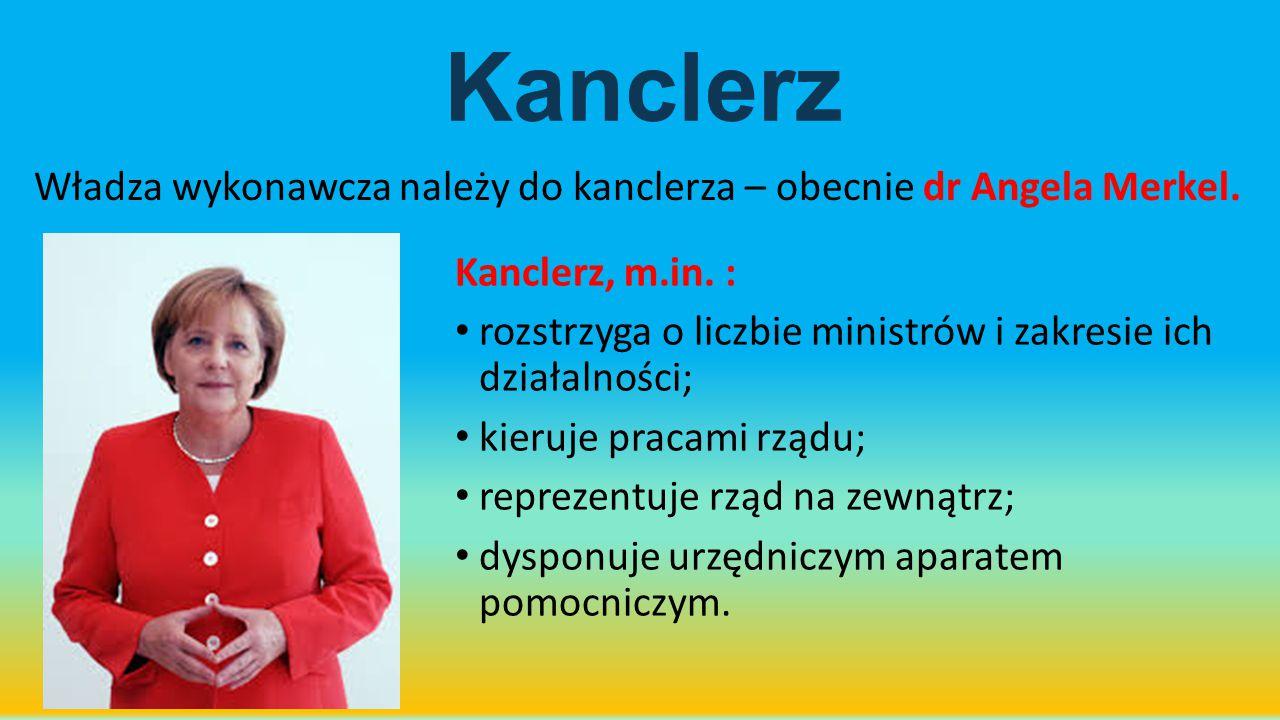Kanclerz Władza wykonawcza należy do kanclerza – obecnie dr Angela Merkel. Kanclerz, m.in. :