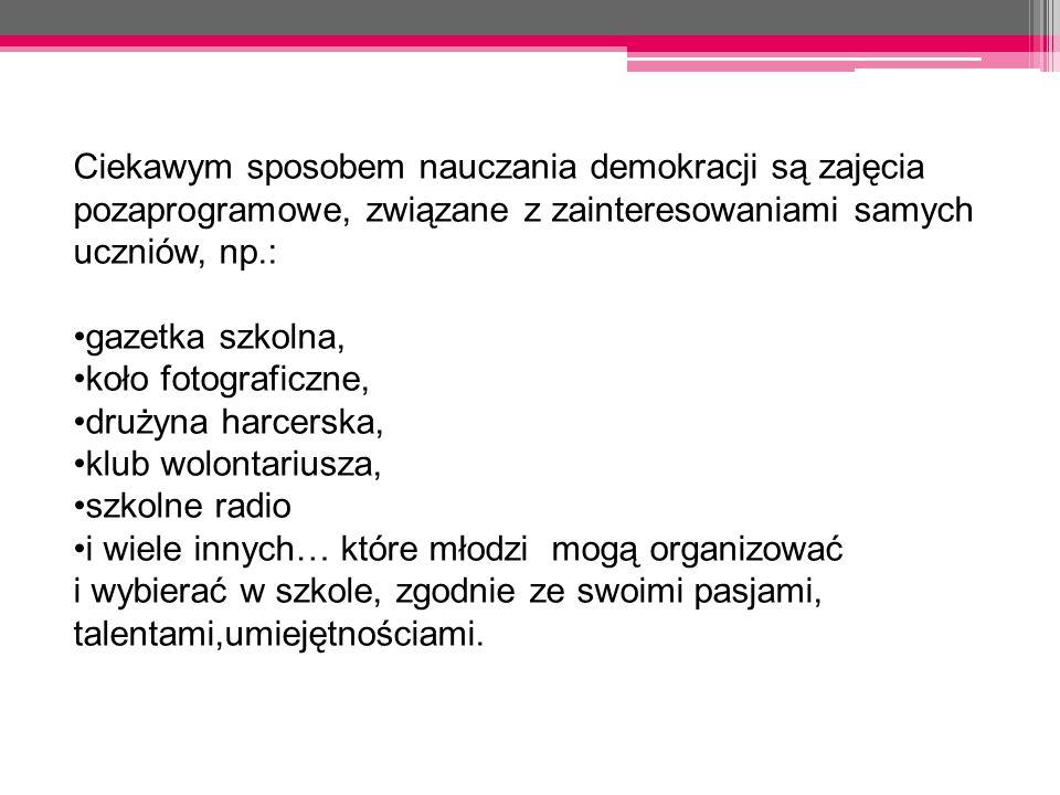 Ciekawym sposobem nauczania demokracji są zajęcia pozaprogramowe, związane z zainteresowaniami samych uczniów, np.: