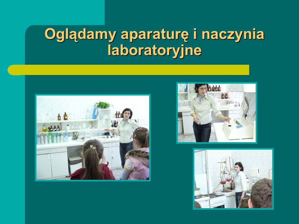 Oglądamy aparaturę i naczynia laboratoryjne