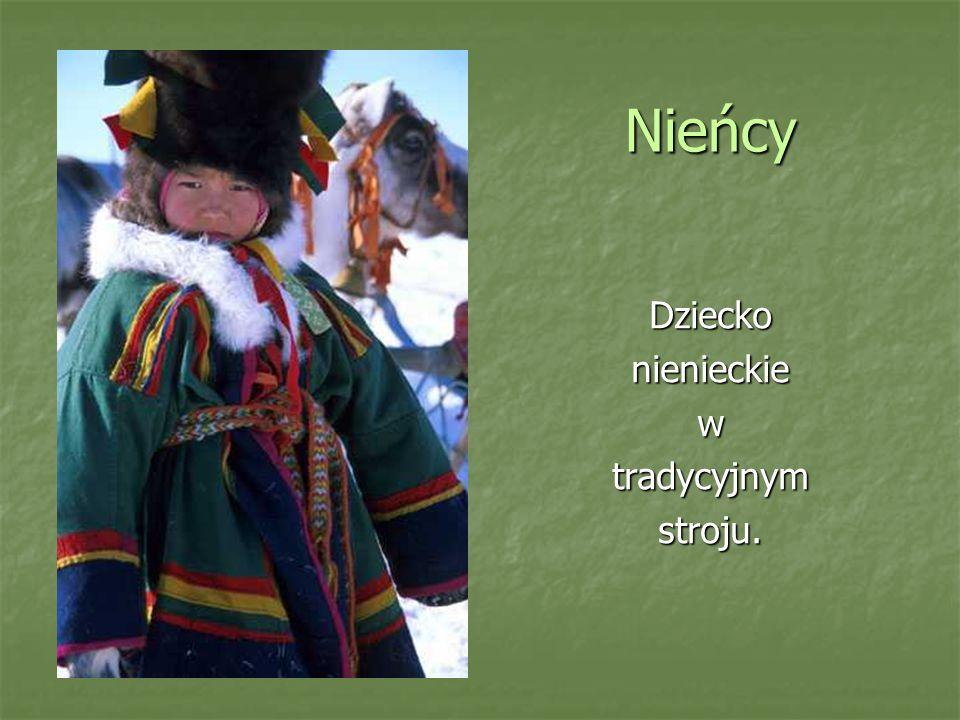 Nieńcy Dziecko nienieckie w tradycyjnym stroju.