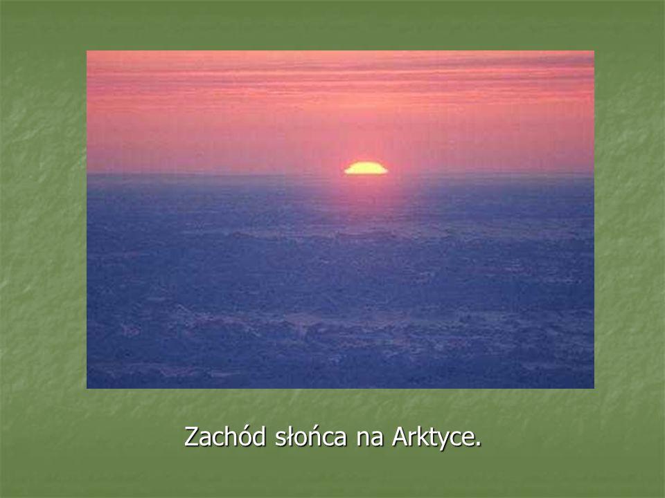 Zachód słońca na Arktyce.