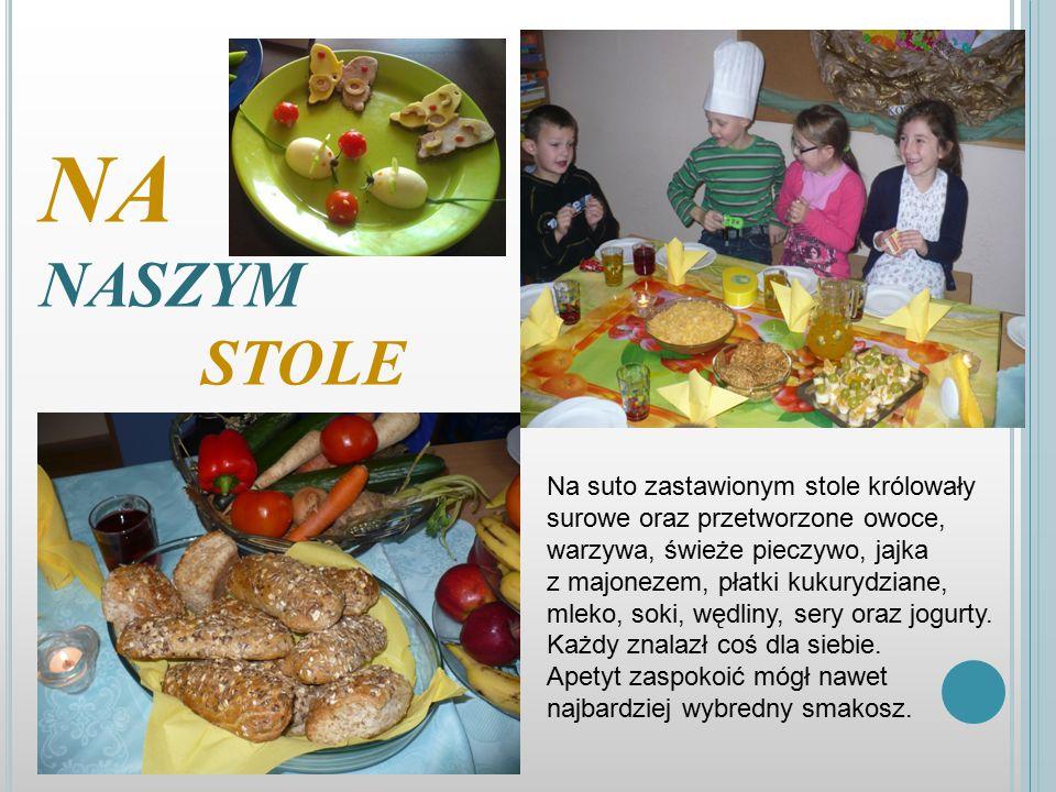 NA NASZYM STOLE Na suto zastawionym stole królowały surowe oraz przetworzone owoce, warzywa, świeże pieczywo, jajka.
