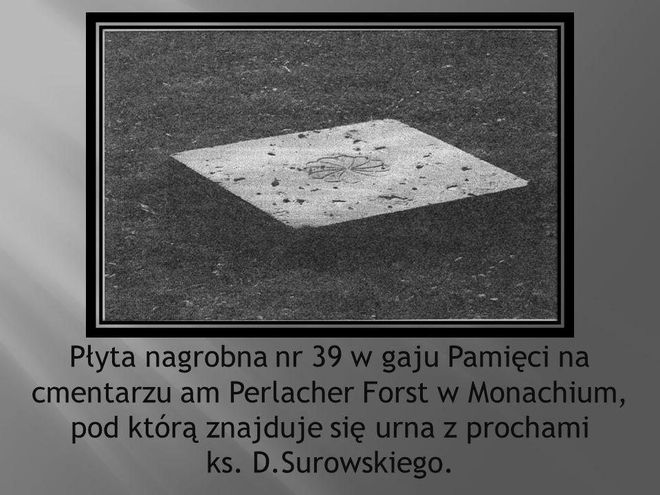 Płyta nagrobna nr 39 w gaju Pamięci na cmentarzu am Perlacher Forst w Monachium, pod którą znajduje się urna z prochami