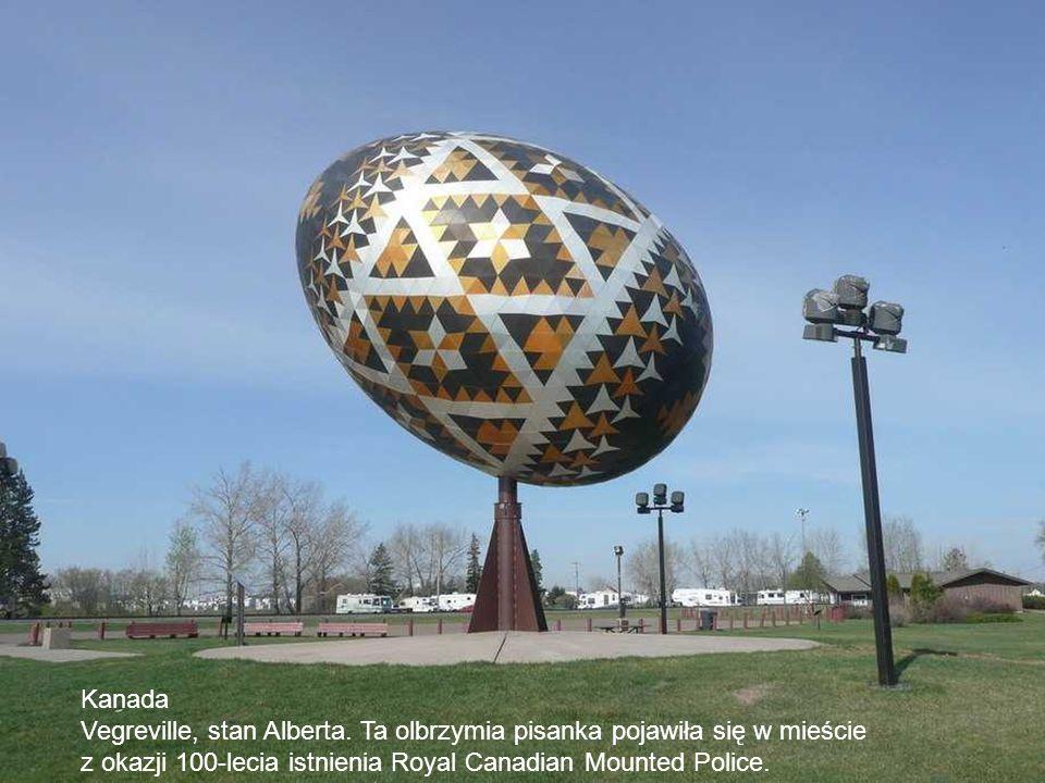 Kanada Vegreville, stan Alberta. Ta olbrzymia pisanka pojawiła się w mieście.