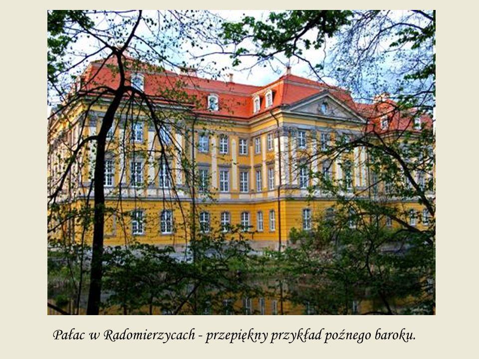 Pałac w Radomierzycach - przepiękny przykład poźnego baroku.
