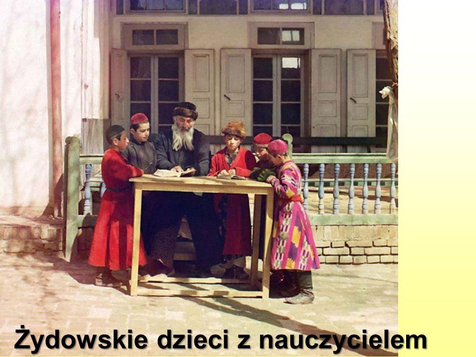 Żydowskie dzieci z nauczycielem