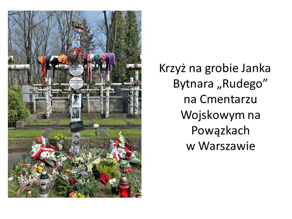 """"""" K Krzyż na grobie Janka Bytnara """"Rudego na Cmentarzu Wojskowym na Powązkach w Warszawie"""