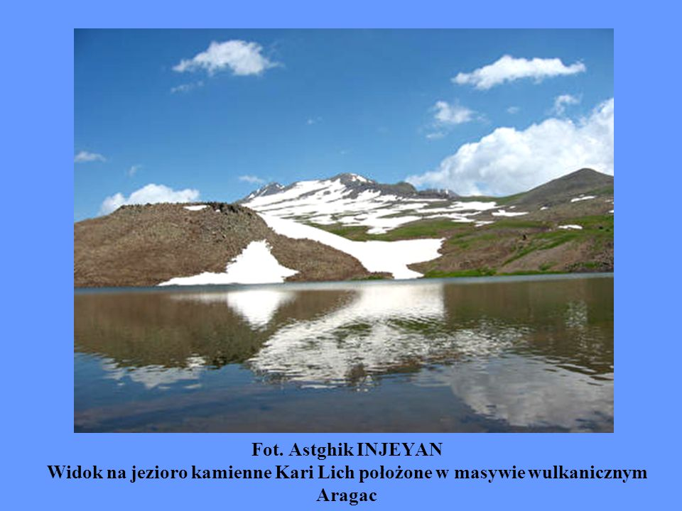Fot. Astghik INJEYAN Widok na jezioro kamienne Kari Lich położone w masywie wulkanicznym Aragac
