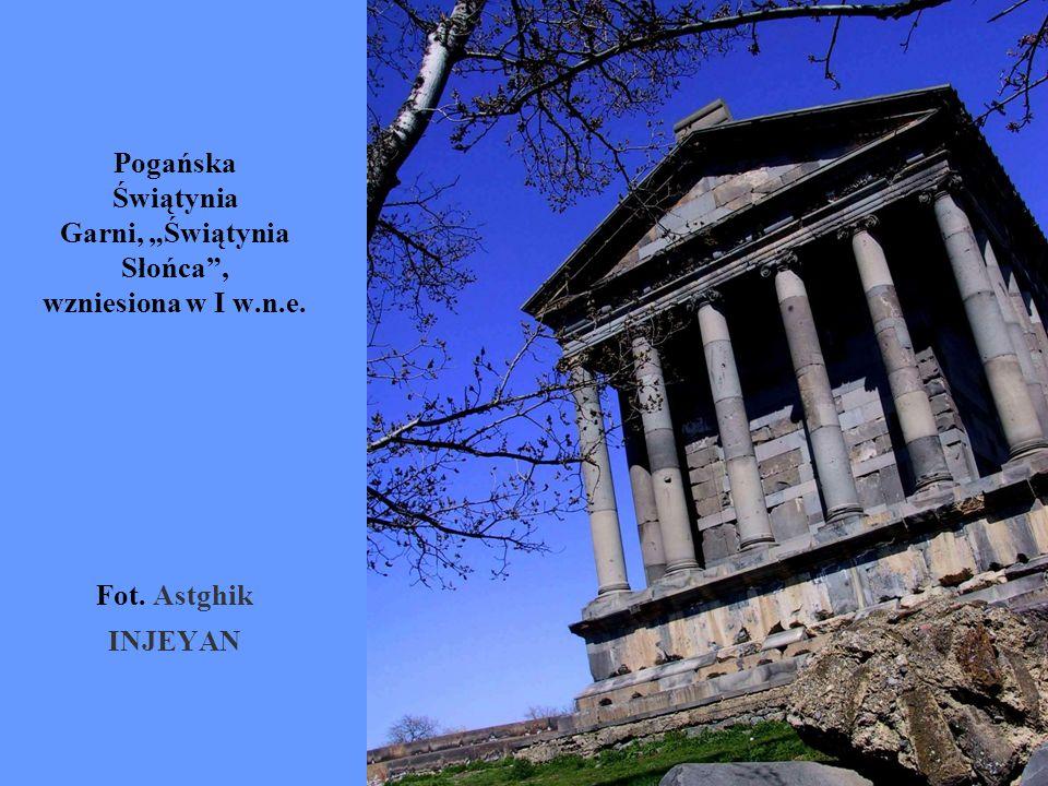 """Pogańska Świątynia Garni, """"Świątynia Słońca , wzniesiona w I w.n.e."""
