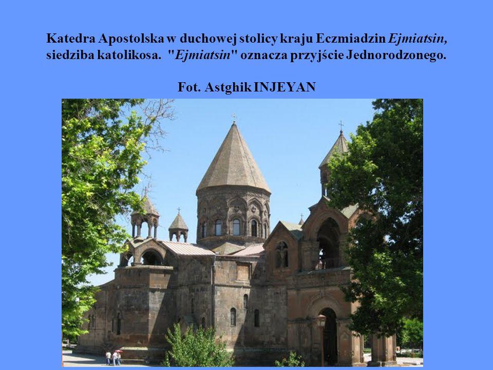 Katedra Apostolska w duchowej stolicy kraju Eczmiadzin Ejmiatsin, siedziba katolikosa.