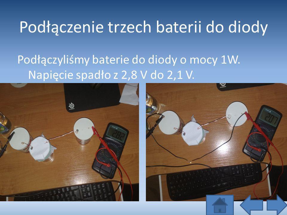 Podłączenie trzech baterii do diody