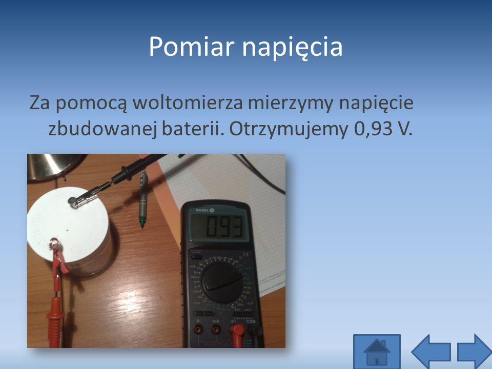 Pomiar napięcia Za pomocą woltomierza mierzymy napięcie zbudowanej baterii. Otrzymujemy 0,93 V.
