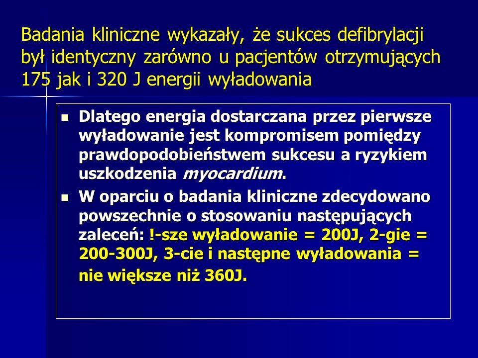 Badania kliniczne wykazały, że sukces defibrylacji był identyczny zarówno u pacjentów otrzymujących 175 jak i 320 J energii wyładowania
