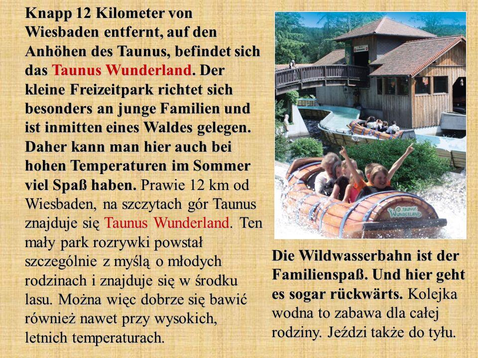 Knapp 12 Kilometer von Wiesbaden entfernt, auf den Anhöhen des Taunus, befindet sich das Taunus Wunderland. Der kleine Freizeitpark richtet sich besonders an junge Familien und ist inmitten eines Waldes gelegen. Daher kann man hier auch bei hohen Temperaturen im Sommer viel Spaß haben. Prawie 12 km od Wiesbaden, na szczytach gór Taunus znajduje się Taunus Wunderland. Ten mały park rozrywki powstał szczególnie z myślą o młodych rodzinach i znajduje się w środku lasu. Można więc dobrze się bawić również nawet przy wysokich, letnich temperaturach.