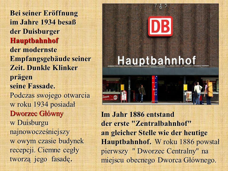 Bei seiner Eröffnung im Jahre 1934 besaß der Duisburger Hauptbahnhof der modernste Empfangsgebäude seiner Zeit. Dunkle Klinker prägen seine Fassade. Podczas swojego otwarcia w roku 1934 posiadał Dworzec Główny w Duisburgu najnowocześniejszy w owym czasie budynek recepcji. Ciemne cegły tworzą jego fasadę.