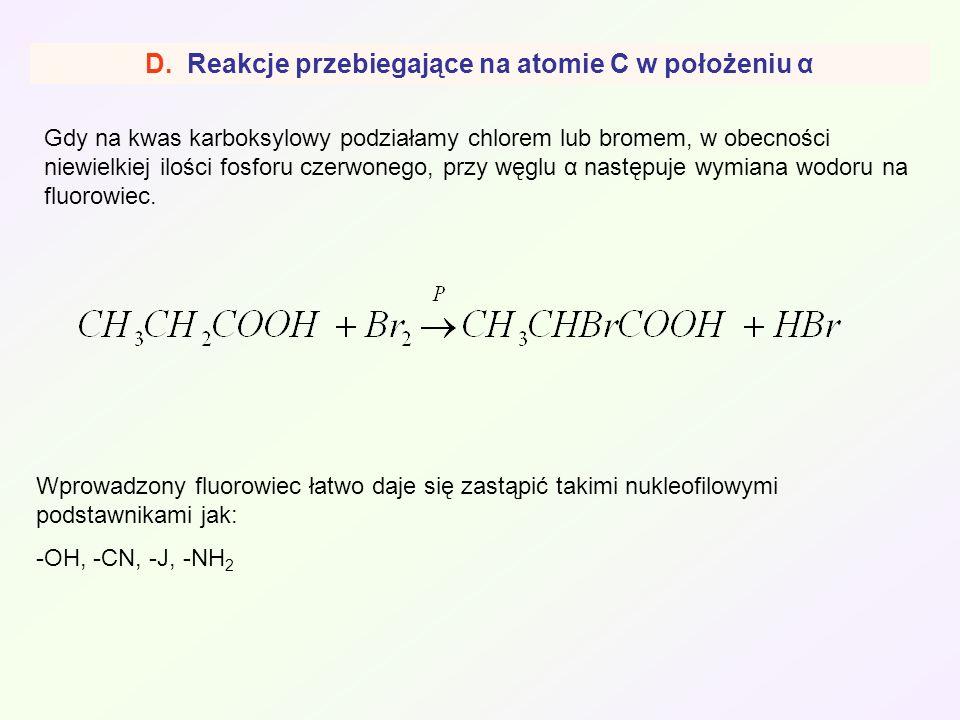 D. Reakcje przebiegające na atomie C w położeniu α