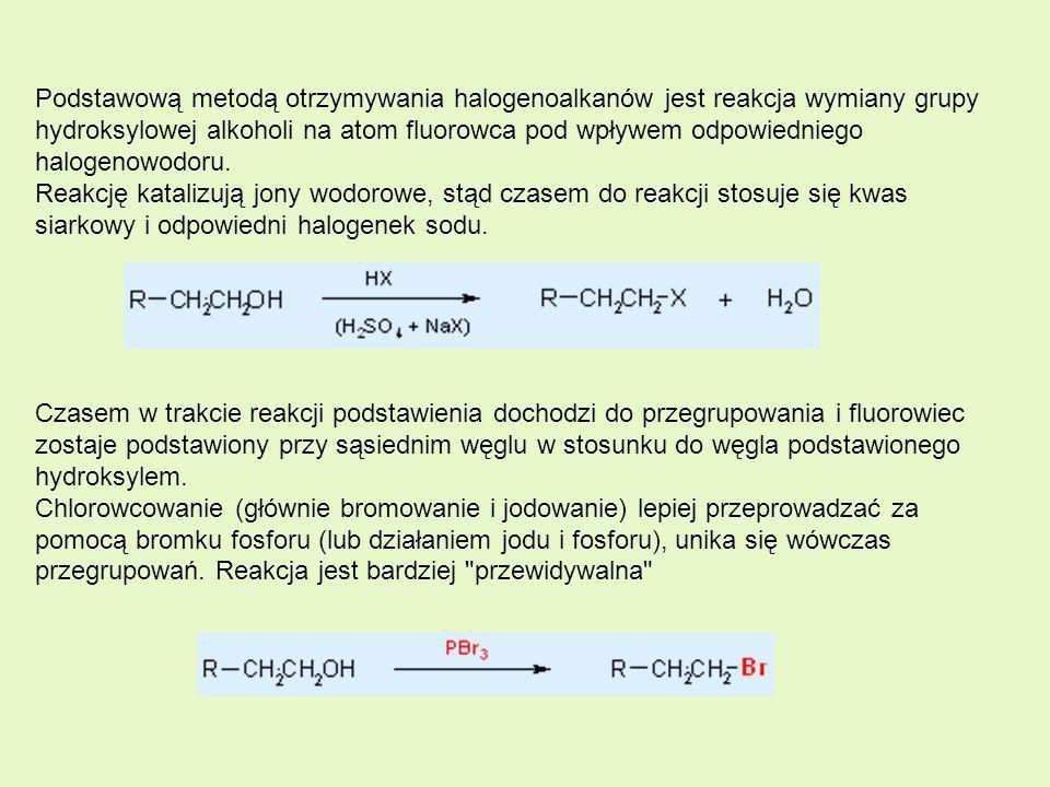 Podstawową metodą otrzymywania halogenoalkanów jest reakcja wymiany grupy hydroksylowej alkoholi na atom fluorowca pod wpływem odpowiedniego halogenowodoru. Reakcję katalizują jony wodorowe, stąd czasem do reakcji stosuje się kwas siarkowy i odpowiedni halogenek sodu.