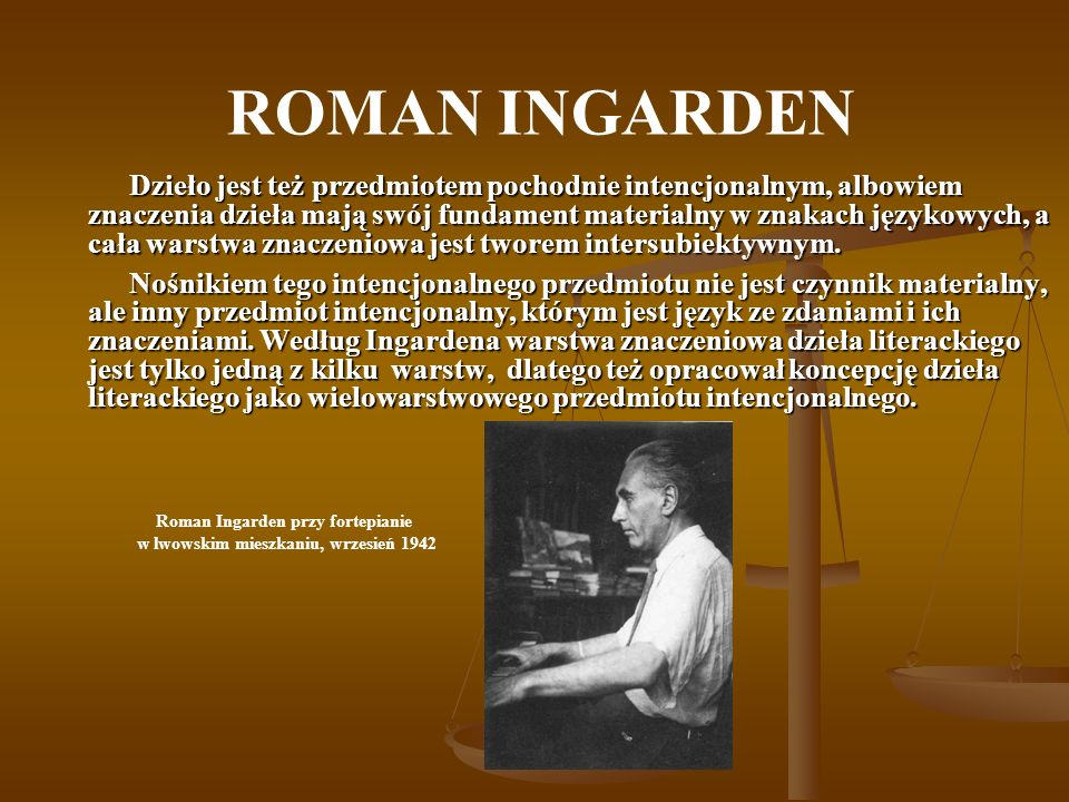 Roman Ingarden przy fortepianie w lwowskim mieszkaniu, wrzesień 1942