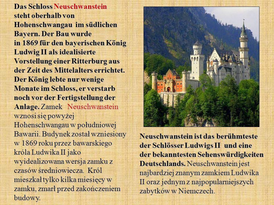 Das Schloss Neuschwanstein steht oberhalb von Hohenschwangau im südlichen Bayern. Der Bau wurde in 1869 für den bayerischen König Ludwig II als idealisierte Vorstellung einer Ritterburg aus der Zeit des Mittelalters errichtet. Der König lebte nur wenige Monate im Schloss, er verstarb noch vor der Fertigstellung der Anlage. Zamek Neuschwanstein wznosi się powyżej Hohenschwangau w południowej Bawarii. Budynek został wzniesiony w 1869 roku przez bawarskiego króla Ludwika II jako wyidealizowana wersja zamku z czasów średniowiecza. Król mieszkał tylko kilka miesięcy w zamku, zmarł przed zakończeniem budowy.
