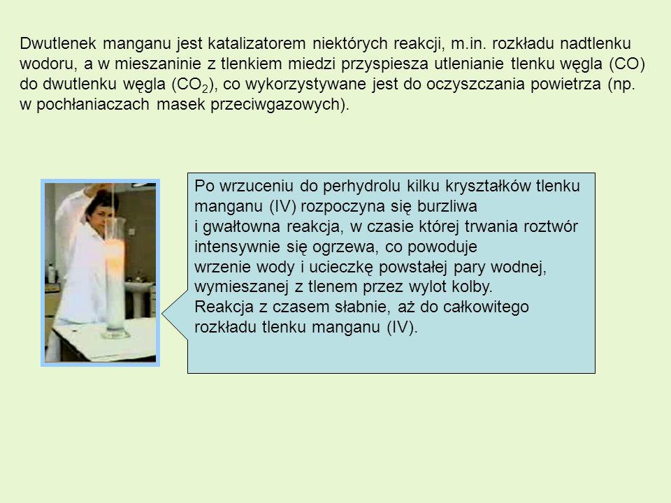 Dwutlenek manganu jest katalizatorem niektórych reakcji, m. in