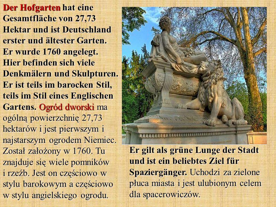 Der Hofgarten hat eine Gesamtfläche von 27,73 Hektar und ist Deutschland erster und ältester Garten. Er wurde 1760 angelegt. Hier befinden sich viele Denkmälern und Skulpturen. Er ist teils im barocken Stil, teils im Stil eines Englischen Gartens. Ogród dworski ma ogólną powierzchnię 27,73 hektarów i jest pierwszym i najstarszym ogrodem Niemiec. Został założony w 1760. Tu znajduje się wiele pomników i rzeźb. Jest on częściowo w stylu barokowym a częściowo w stylu angielskiego ogrodu.