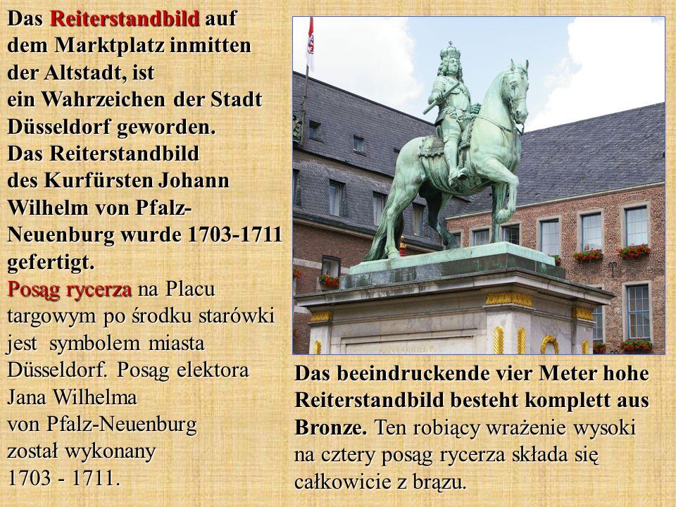 Das Reiterstandbild auf dem Marktplatz inmitten der Altstadt, ist ein Wahrzeichen der Stadt Düsseldorf geworden. Das Reiterstandbild des Kurfürsten Johann Wilhelm von Pfalz-Neuenburg wurde 1703-1711 gefertigt. Posąg rycerza na Placu targowym po środku starówki jest symbolem miasta Düsseldorf. Posąg elektora Jana Wilhelma von Pfalz-Neuenburg został wykonany 1703 - 1711.