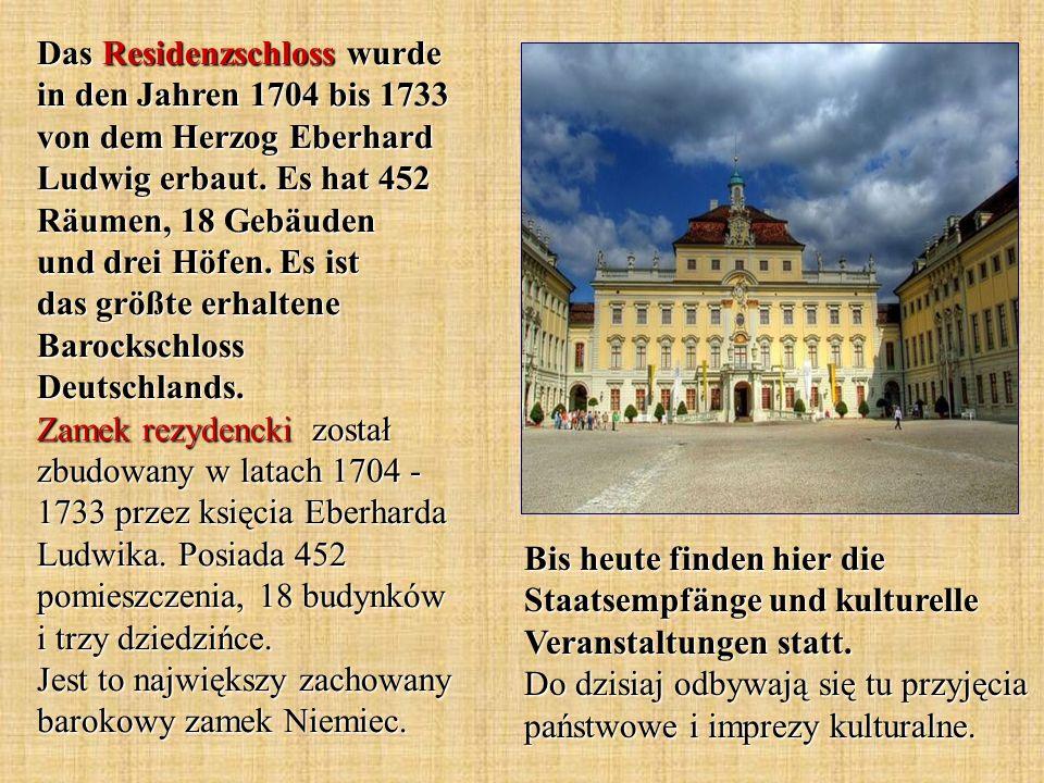 Das Residenzschloss wurde in den Jahren 1704 bis 1733 von dem Herzog Eberhard Ludwig erbaut. Es hat 452 Räumen, 18 Gebäuden und drei Höfen. Es ist das größte erhaltene Barockschloss Deutschlands. Zamek rezydencki został zbudowany w latach 1704 - 1733 przez księcia Eberharda Ludwika. Posiada 452 pomieszczenia, 18 budynków i trzy dziedzińce. Jest to największy zachowany barokowy zamek Niemiec.