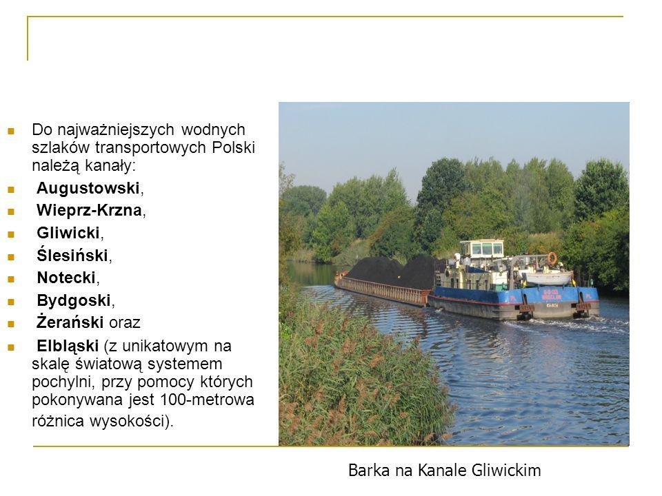 Do najważniejszych wodnych szlaków transportowych Polski należą kanały:
