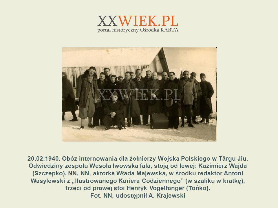 trzeci od prawej stoi Henryk Vogelfanger (Tońko).