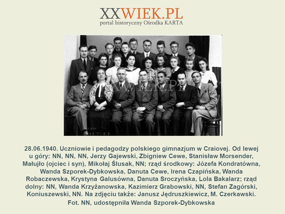 28. 06. 1940. Uczniowie i pedagodzy polskiego gimnazjum w Craiovej