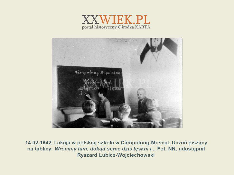 14.02.1942. Lekcja w polskiej szkole w Câmpulung-Muscel. Uczeń piszący