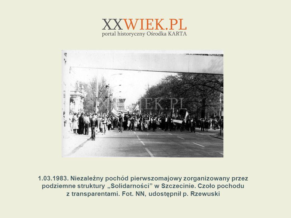 z transparentami. Fot. NN, udostępnił p. Rzewuski