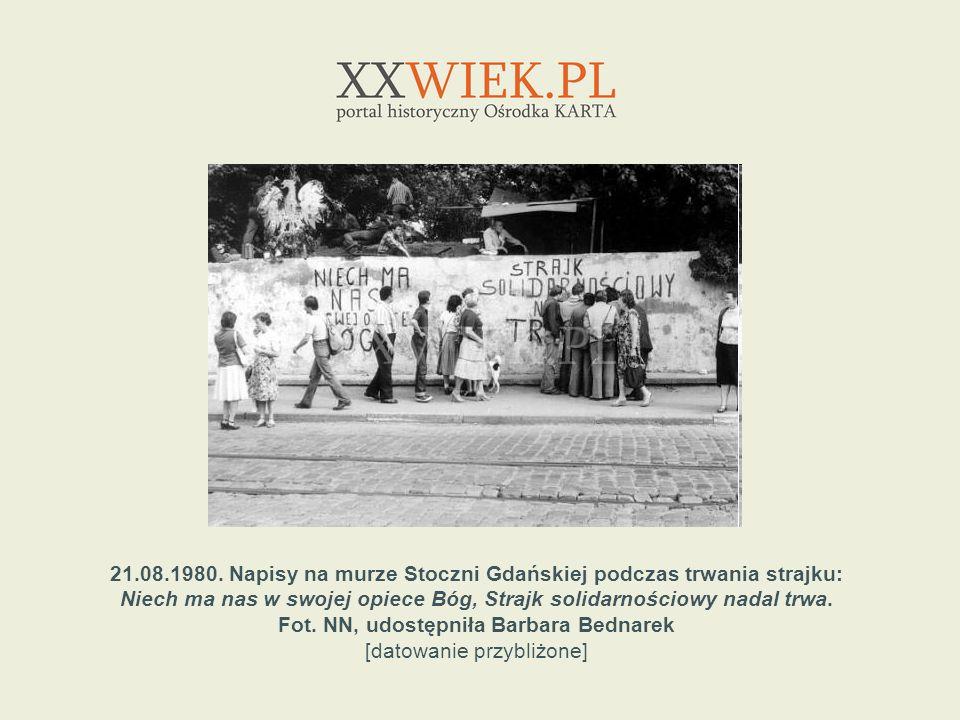 21.08.1980. Napisy na murze Stoczni Gdańskiej podczas trwania strajku: