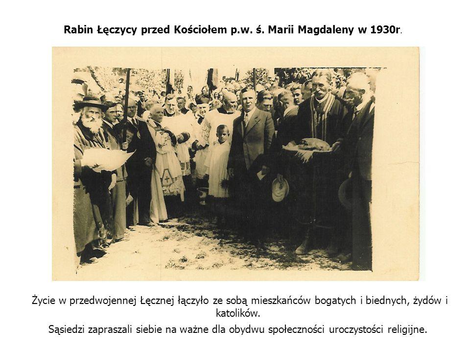 Rabin Łęczycy przed Kościołem p.w. ś. Marii Magdaleny w 1930r.