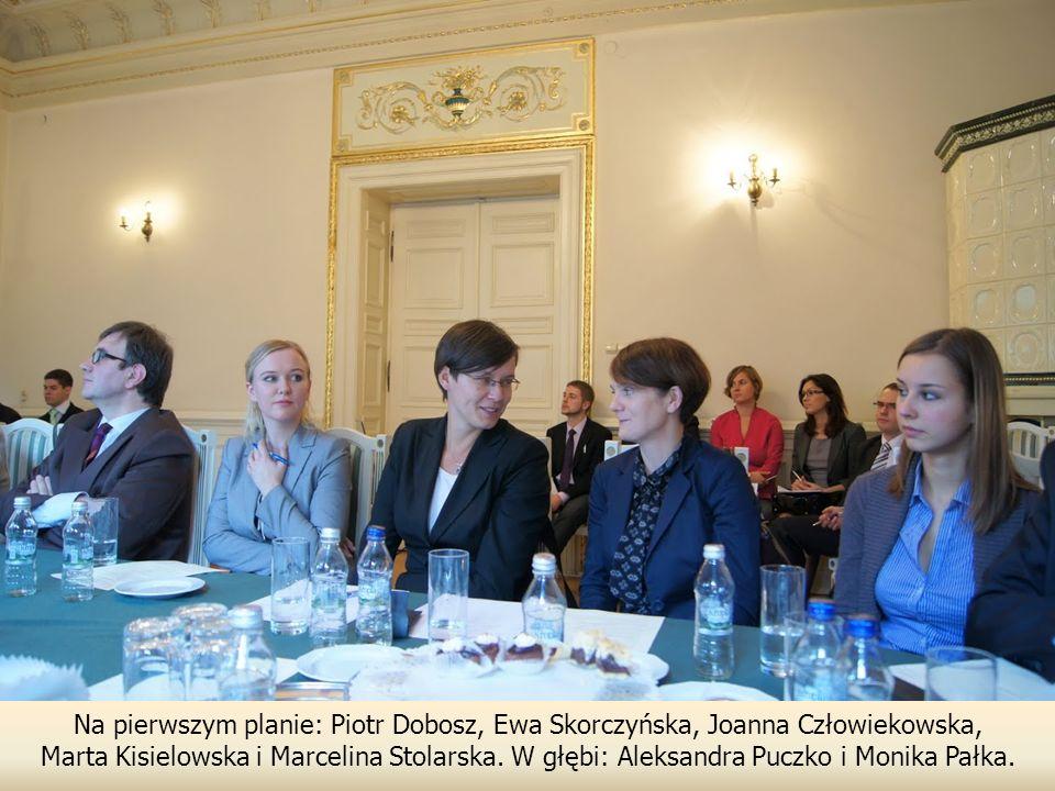 Na pierwszym planie: Piotr Dobosz, Ewa Skorczyńska, Joanna Człowiekowska,
