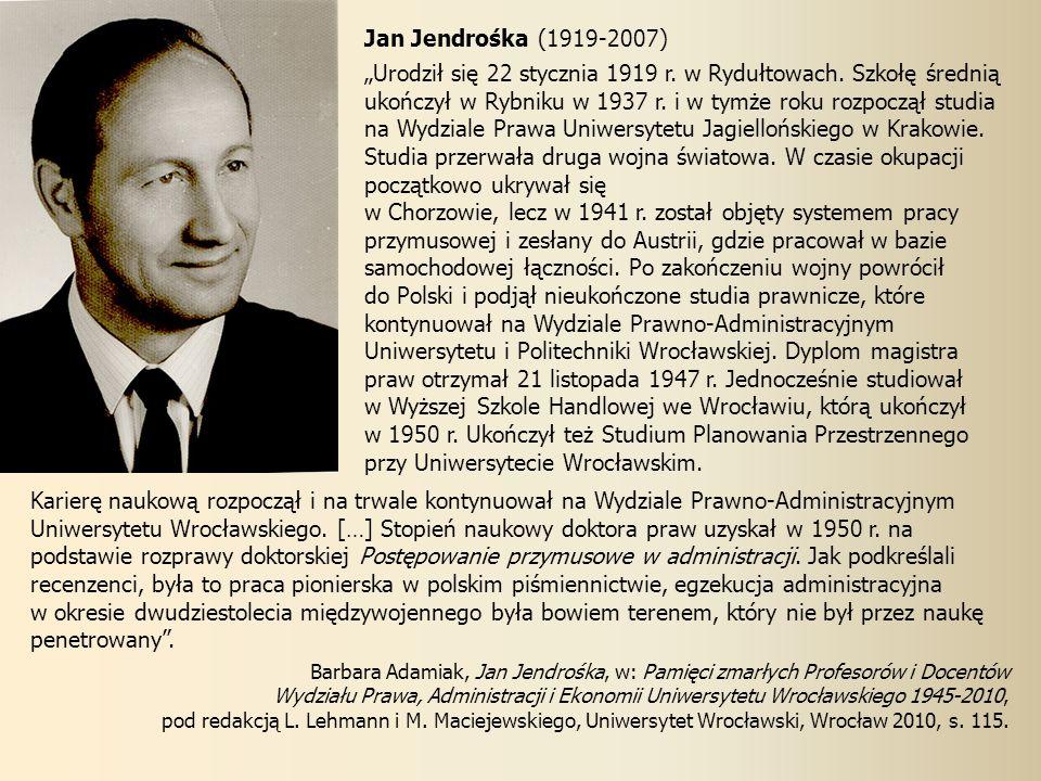 w Wyższej Szkole Handlowej we Wrocławiu, którą ukończył