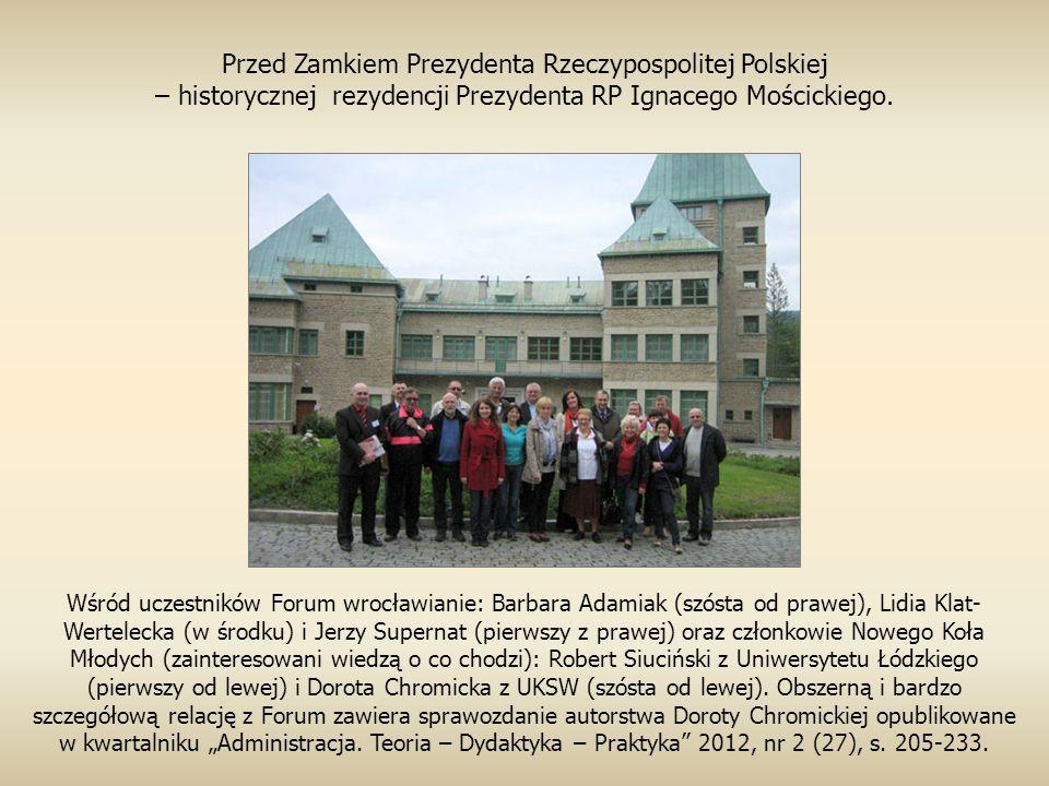 Przed Zamkiem Prezydenta Rzeczypospolitej Polskiej