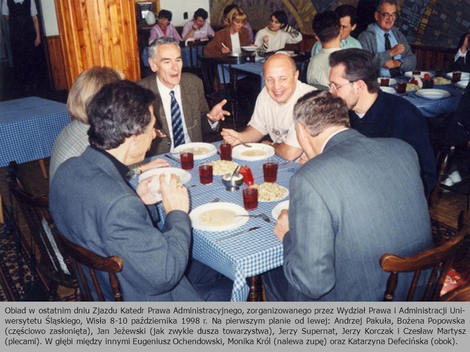 Obiad w ostatnim dniu Zjazdu Katedr Prawa Administracyjnego, zorganizowanego przez Wydział Prawa i Administracji Uni-wersytetu Śląskiego, Wisła 8-10 października 1998 r.