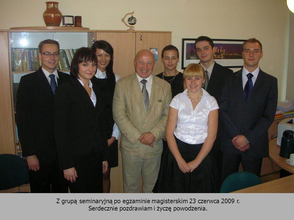 Z grupą seminaryjną po egzaminie magisterskim 23 czerwca 2009 r.