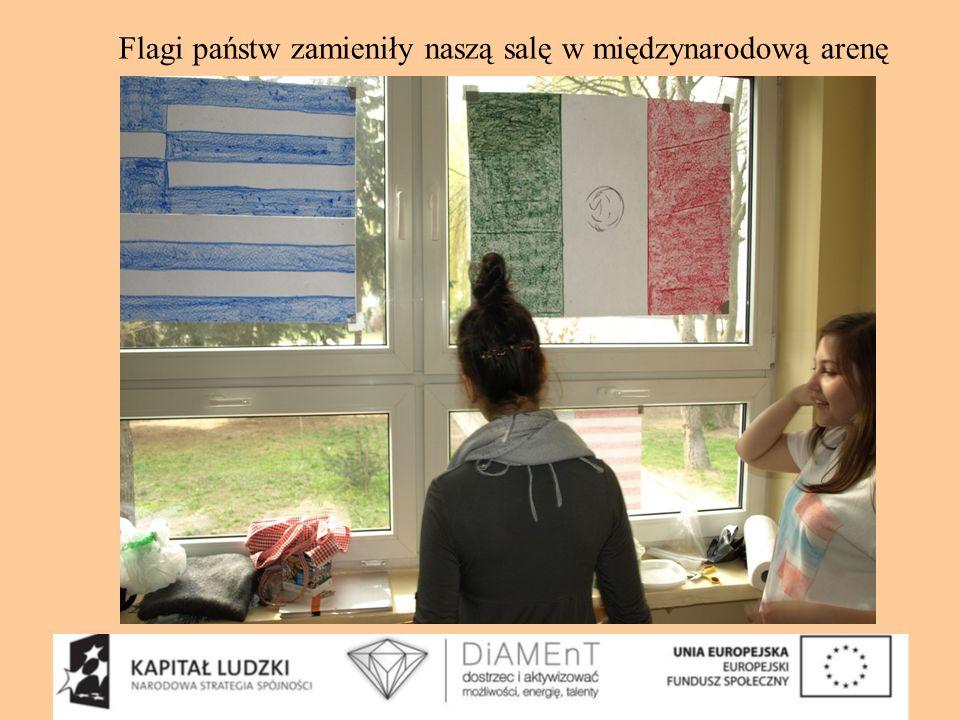 Flagi państw zamieniły naszą salę w międzynarodową arenę