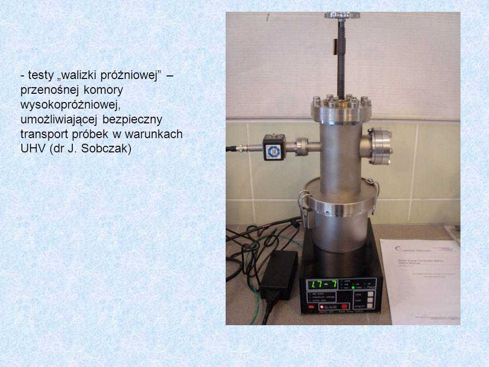 """- testy """"walizki próżniowej –przenośnej komory wysokopróżniowej, umożliwiającej bezpieczny transport próbek w warunkach UHV (dr J."""