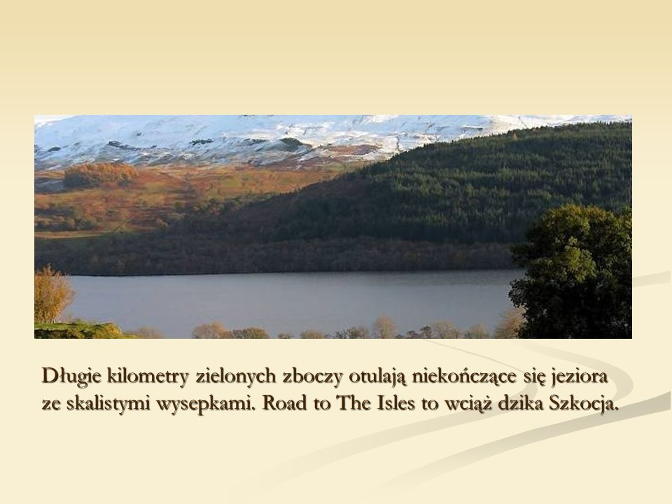 Długie kilometry zielonych zboczy otulają niekończące się jeziora ze skalistymi wysepkami.